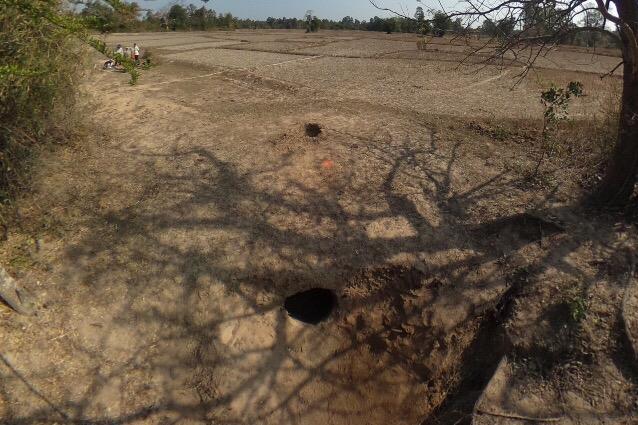 写真2 ナ・タイ村のアリ塚利用窖窯(撮影:筆者)